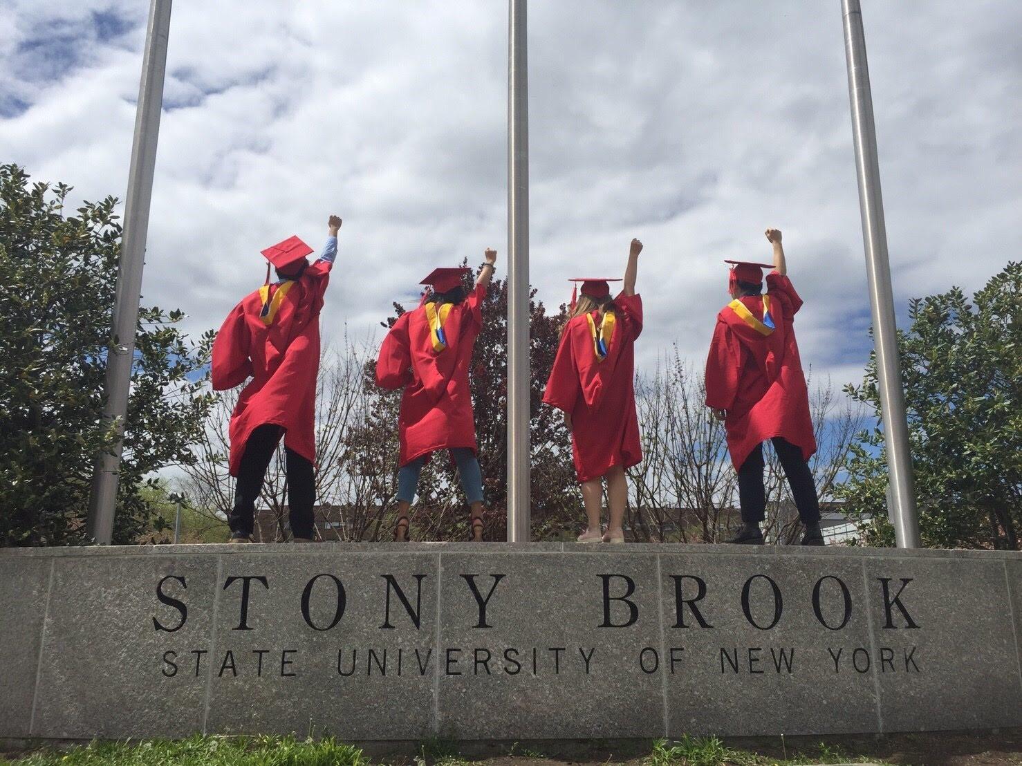 ストーニーブルック大学での卒業写真